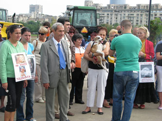 Iubitorii-de-animale-au-pichetat-Parlamentul